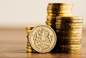 Pound climbs as UK service sector reports growth